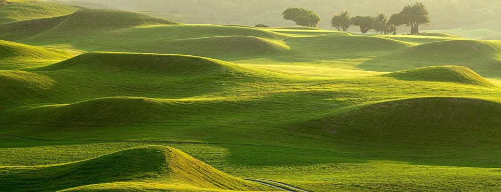 Mounding agronomy for golf courses